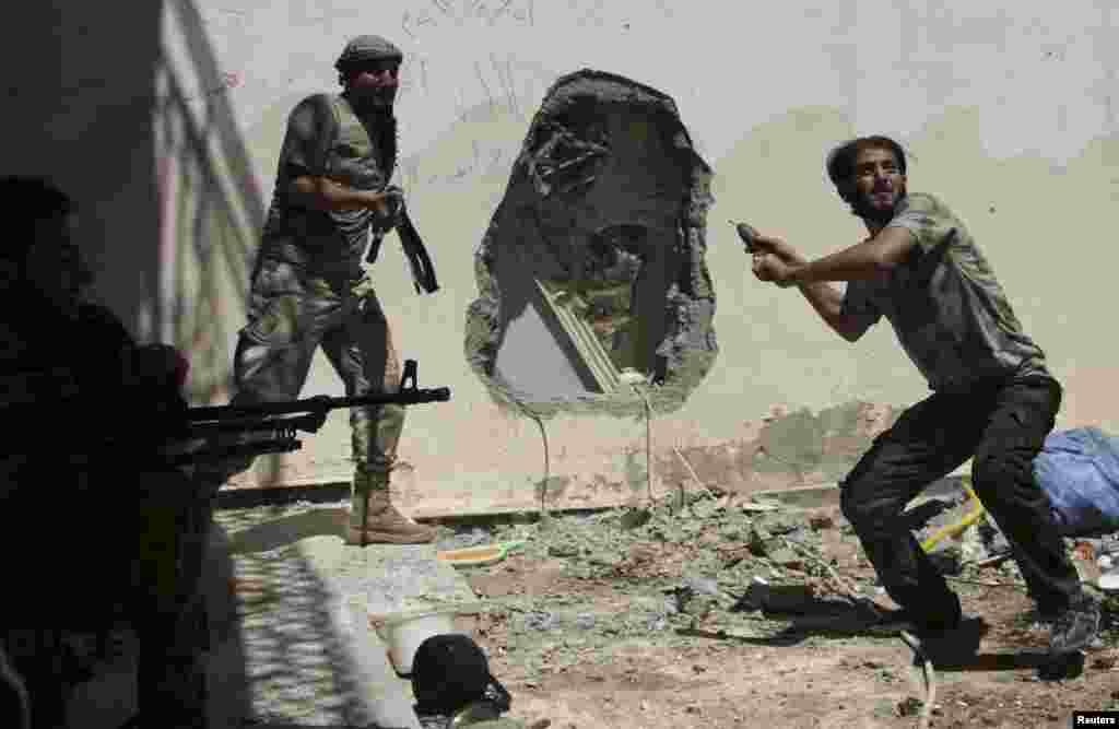 Azad Suriya Ordusunun döyüşçüləri - Deir Əl-Zor, 14 iyul, 2013
