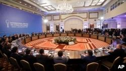 Các đại diện của Nga, Iran và Thổ Nhĩ Kỳ đàm phán về hòa bình Syria tại một khách sạn ở Astana, Kazakhstan, 23/1/2017.