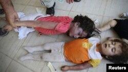活动人士称,8月21日在大马士革郊区死于毒气袭击的儿童的遗体。