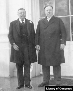 Roosevelt (left) and Taft, 1909