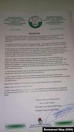 La déclaration rendue publique le 03 mars par le député Jean Michel Nintcheu, sur le report de la manifestation prévue le 4 mars 2017, à Douala, Cameroun. (VOA/Emmanuel Ntap)
