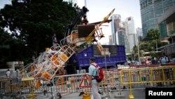 香港警察在清除路障