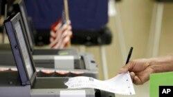 Papirni glasački listići predstavljaju zaštitu od hakovanja, ističu stručnjaci.