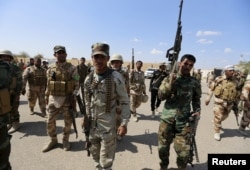 FILE - Iran-backed forces allied with Iraqi forces in Ouja, on the southern outskirts of Tikrit, March 26, 2015. The U.S. conditioned its entry into Iraq's battle to retake Tikrit from IS on the withdrawal of Shiite militias from the clearing operation.
