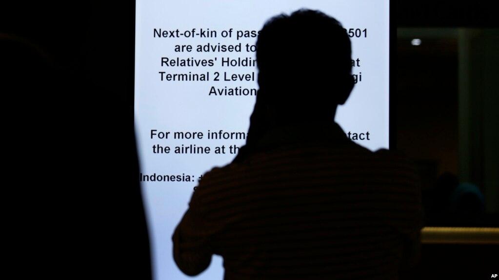Một hành khách tại sân bay Changi ở Singapore.