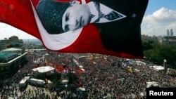 Demonstranti na istanbulskom trgu Taksim