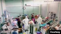 ေဝဘာဂီျပည္သူ႔ေဆး႐ုံႀကီး ကိုဗစ္-၁၉ အထူးၾကပ္မတ္ကုသေဆာင္ (ICU) မွာ ေရာဂါျပင္းထန္စြာခံစားေနရသူမ်ားကို ကုသေပးေနတဲ့ က်န္းမာေရးဝန္ထမ္းမ်ား။ (ဓာတ္ပံု - ဒီဇင္ဘာ ၁၆၊ ၂၀၂၀)