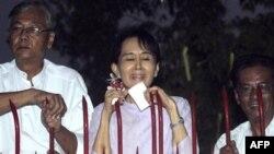 Lirimi i Aung San Su Kisë u jep shkas festimeve por edhe paralajmërimeve