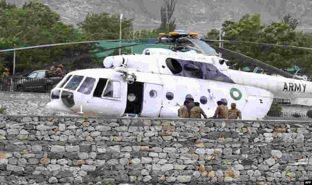 مئی میں فوج کا ایک ہیلی کاپٹر گلگت جاتے ہوئے مانسہرہ کے قریب پہاڑیوں میں گر کر تباہ ہو گیا تھا جس کے باعث اس میں سوار تمام 12افراد ہلاک ہو گئے تھے۔