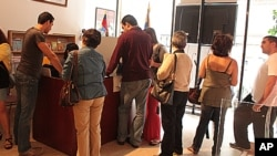 Elections in Venezuela. Venezuelans arrived to the consulate of their country in New York to vote. Sep. 26, 2010.