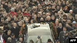 Pragë, mijëra qytetarë në procesionin për ish presidentin Havel