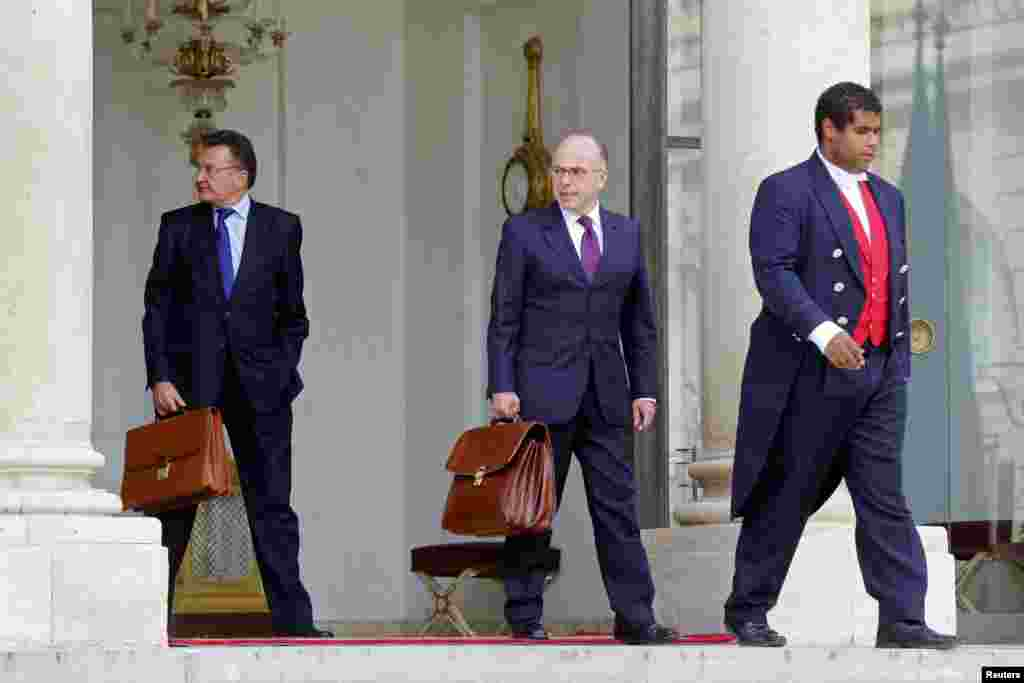 French Interior Minister Bernard Cazeneuve (center) leaves after a war cabinet meeting at the Elysee Palace in Paris, Sept. 25, 2014.