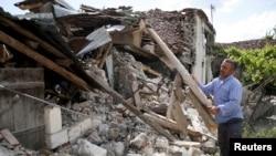 Srušena kuća u Floću u Albaniji, 1. juna 2019.