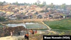La population rohingyas a largement immigré au Bangladesh.