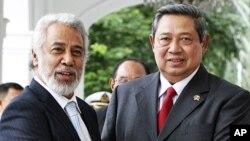 Primeiro-ministro timorense Xanana Gusmao e o presidente indonésio Susilo Bambang Yudhoyono pouco antes de uma audiência em Jacarta na semana passada