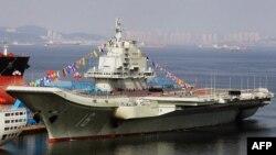 """中国第一艘航空母舰""""辽宁舰""""今年9月24日停泊在大连港"""