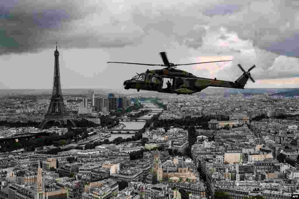 Paris 14 iyul Bastiliya Günü Paradından əvvəl