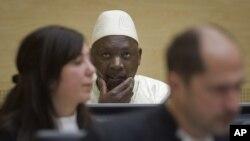 Penjahat perang asal Kongo, Thomas Lubanga, (tengah), menunggu keputusan hakim di Mahkamah Kejahatan Internasional (ICC) di Den Haag, Belanda (Foto: dok).