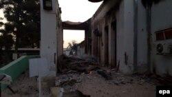 Un folleto distribuido por Médicos sin Fronteras muestra partes destruídas de un hospital en Kunduz, tras el bombardeo el 3 de octubre, de 2015.