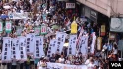 數萬港人參加七一大遊行誓言守護香港