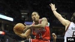 El jugador más valioso de la NBA, Derrick Rose, marcó 28 puntos en el primer partido de la final de la conferencia del este.