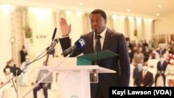 Faure Gnassingbé, prêtant serment à Lomé, le 3 mai 2020. (VOA/Kayi Lawson)