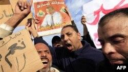 Người biểu tình kêu gọi dân chúng tham gia cuộc tuần hành 1 triệu người để đòi Tổng thống Ai Cập Hosni Mubarrak từ bỏ quyền hành