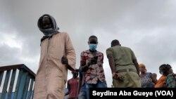 Le port du masque strictement respecté dans les rues de Dakar, au Sénégal, le 10 août 2020. (VOA/Seydina Aba Gueye)