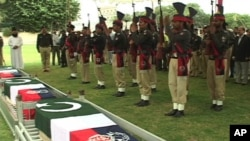 Pakistani police pay tribute to their commrades, killed in an overnight ambush by gunmen during a funeral ceremony in Karachi on August 20, 2011.