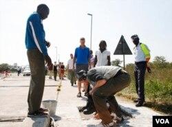 Umkhuhlane wamasondo nxa ungaqhamuka kwele Botswana ulakho ukuthi ilizwe leli lingatholi kahle imali yokuthengisa inyama.