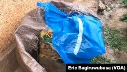 Imibiri y'abishwe muri 1994 ipfunyitse mu ikarito