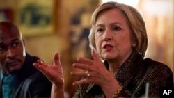 Hillary Clinton di gereja Mert's Heart & Soul di Charlotte, North Carolina, Minggu (2/10).