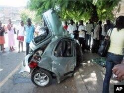"""Carro """"encolheu"""" para metade em resultado de colisão brutal."""