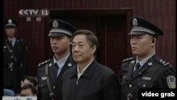 Ông Bạc Hy Lai ra trước phiên tòa trong tỉnh Sơn Đông