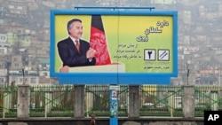 Poster salah seorang Capres Afghanistan, Mohammad Daoud Sultanzai, di pusat kota Kabul, Afghanistan (15/3).