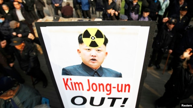 Anti-North Korea civic group hold signs and chant slogans during a rally denouncing North Korea's possible nuclear test plan in Seoul, January 31, 2013.