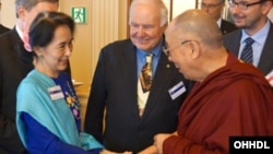 His Holiness the Dalai Lama and Aung San Suu Kyi at the meeting of the Forum 200 International