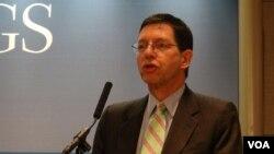 維吉尼亞大學領導與公共政策學院院長何漢理