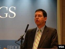 维吉尼亚大学领导与公共政策学院院长何汉理(美国之音钟辰芳拍摄)
