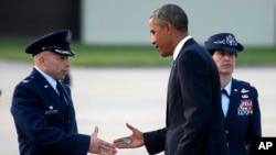 Fairford Kraliyet Hava Üssü'ne inan Başkan Obama