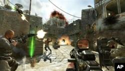"""电玩游戏""""使命召唤:黑色行动II""""中显示的士兵在也门街头与恐怖分子作战的图像。"""