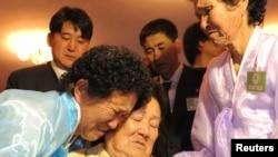 지난 2010년 11월 금강산에서 열린 이산가족 상봉행사. (자료사진)