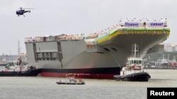 Hàng không mẫu hạm lớn nhất của Ấn Ðộ được thiết kế và chế tạo ngay trong nước, khiến Ấn Ðộ trở thành quốc gia thứ năm sau Anh, Pháp, Nga và Mỹ làm được việc này.