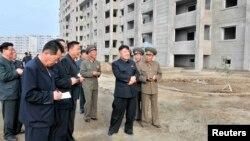 북한의 김정은 국방위 제1위원장이 평양 교외의 '과학자 살림집' 건설 현장을 방문헸다고,북한 관영 조선중앙통신이 지난 2일 전했다.