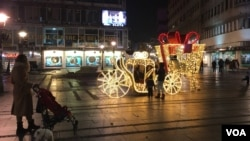 Knez Mihailova ulica u Beogradu sa novogodišnjim ukrasima