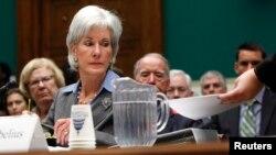 Kathleen Sebelius no ha sido citada para volver a testificar, pero deberá presentar todos los documentos requeridos.