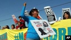 A raíz del anuncio del gobierno estadounidense sobre las deportaciones de mujeres y niños que ingresaron ilegalmente a EE.UU. en 2014, activistas iniciaron protestas y manifestaciones por las políticas del Departamento de Seguridad Nacional.