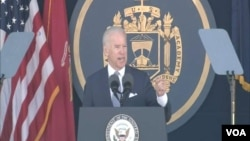 美國副總統拜登星期五在海軍學院的畢業典禮上發表講話。(視頻截圖)