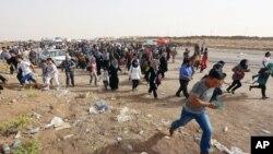ساکنان موصل در حال ترک شهر به مقصد کردستان عراق- ۱۲ژوئن ۲۰۱۴