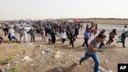 Impunzi z'abanyaIraki ziriko zirahunga igisagara ca Mosul, zigana intara y'abaKurde yigenga, iri ku birometero 217 vy'umurwa mukuru Bagdad